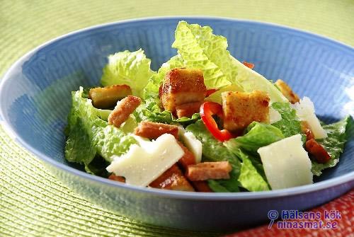 Lätt Caesarsallad med kyckling och bacon