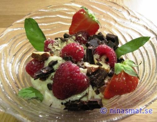 Yoghurtdessert med mörk choklad