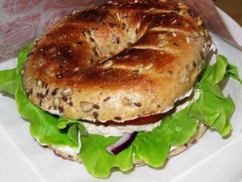 grov bagel med tonfiskröra