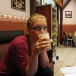 Nina dricker Chai te latte hennes nya favorit