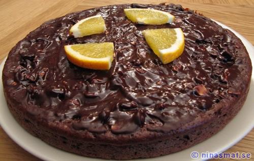Chokladkaka med apelsin och nötter