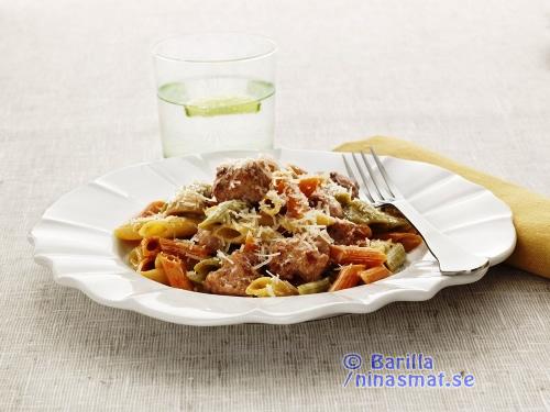 Mezze Penne Tricolore alla Burina med salsiccia och svamp