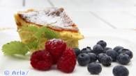 En smakrik variant på cheesecake, hårdost Kvibilie Svecia. Servera med färska bär