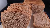 Enkelt och nyttigt bröd. Tar inte lång tid att röra ihop, det är jäsningen som ta tid, men värd att vänta på.
