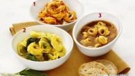 Parmesan riven över pasta med tomatsås