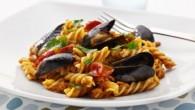 Pastarätt med tomatsås och med fisk och skaldjur