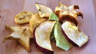 Spröda chips av torkad frukt av ananas, honungsmelon, stjärnfrukt och flera. Knapriga och smakrika.