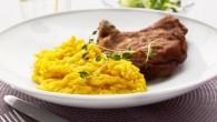 Risoni är en risformad pasta Risoni allo zafferano e Cotoletta alla Milanese