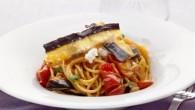 Spaghetti alla Norma  en vegetarisk siciliansk pastarätt, som innehåller friterade aubergineremsor