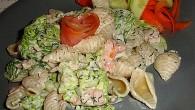 Snabb pastarätt med rökt lax och lite sting av wasabi