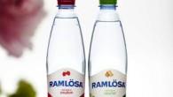 Lagom till våren lanserar Ramlösa två nya smaker — Ramlösa Rabarber och Ramlösa Smultron nytillskott i Ramlösafamiljen.