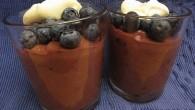 Riktig  läcker chokladmousse för chokladälskaren med smak och småbitar av blåbär i moussen