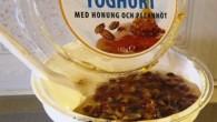 Grekisk dessert med grekisk yoghurt honung och pecannöt allt i en förpackning från Fontana food