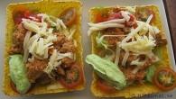 Snabb och enkel tacos med kalkonfärs med riven ost ovanpå och stark ost