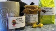Vi har testat några av vårens nyheter från Aromia. Kaffe smaktsatt med päron-konjak. Grönt te och karamell smaksatt av äggtody.