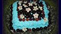 En riktigt festlig smakrik tårta med körsbär och maräng.